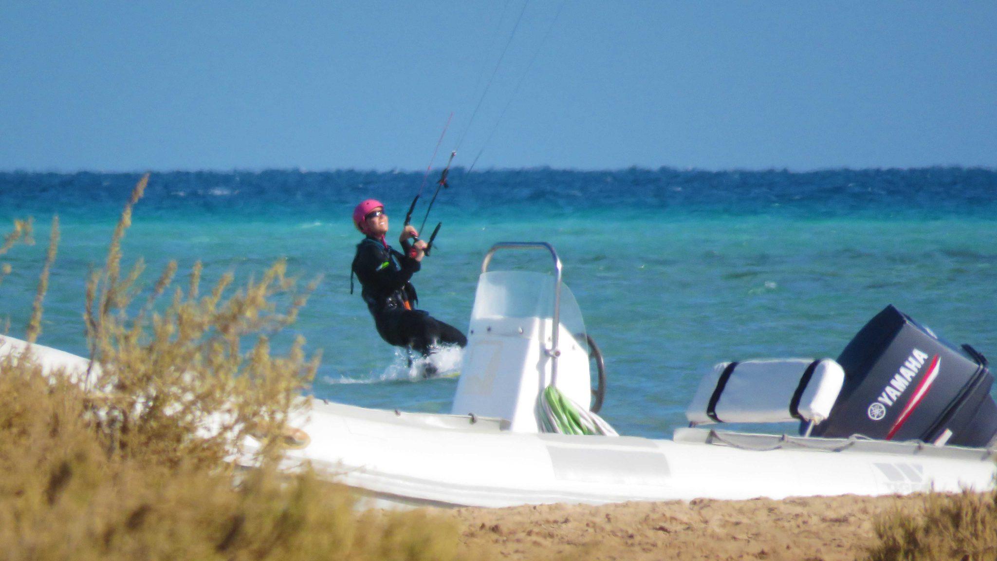 kitesurfing na morzu